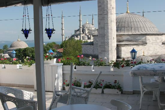 ‪‪Sultanahmet Hotel‬: Terrasse views over the Blue Mosque‬