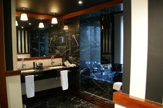 """U232 Hotel: """"Top Room"""" only part of the Bathroom."""