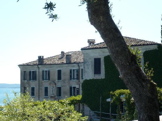 Locanda San Vigilio: hotel from garden