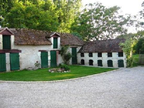 La Pillebourdiere: Former farm buildings