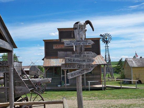 Murdo, SD: Signpost on Main Street--1880s Town