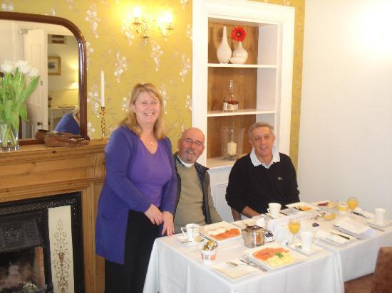 Annandale Guest House: Fiona, Frank and Marcelino at breakfast