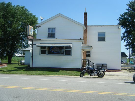 Waterloo, WI: front of bar