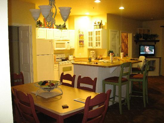 Wyndham Mountain Vista: Trendy kitchen area