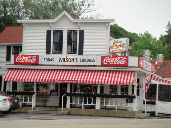 Wilson's Restaurant: pic from road