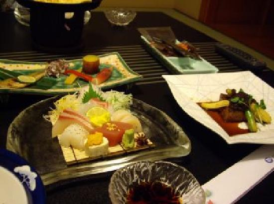 Aioi: repas kaiseki servi le soir