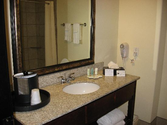 Comfort Suites San Antonio North - Stone Oak: Bathroom