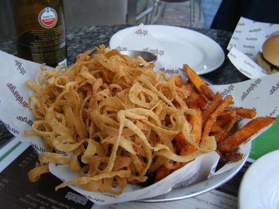 Stripburger : sweet potato fries and fried onions