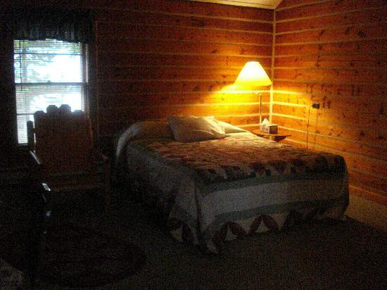 Big Moose Resort: Inside cozy room