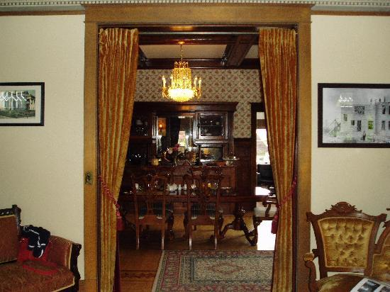 Rosedell Bed & Breakfast: Lovely dining room