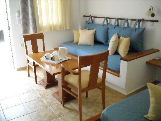 Panorama Hotel: Separate sitting area room