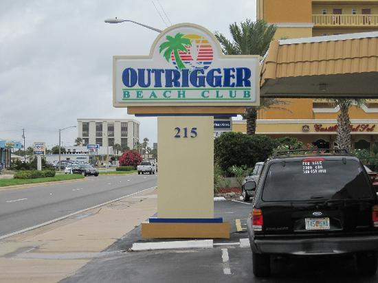 Outrigger Beach Club Front Entrance To