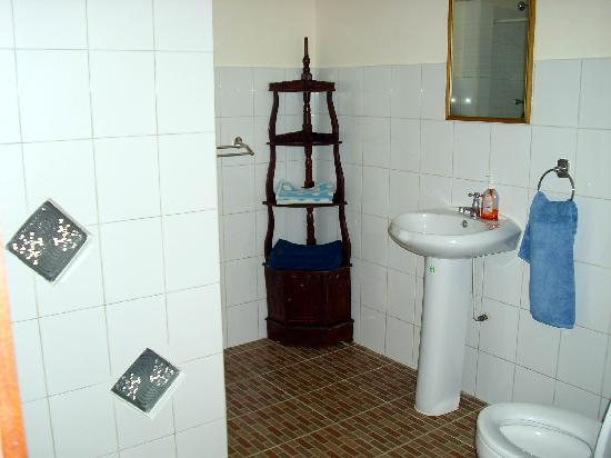 ‪‪Yuli's Homestay‬: Your bathroom‬