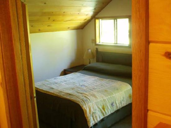 Holo Holo Inn: Private room with private bath