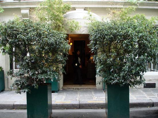 Le Saint Hotel A Paris : Hotel entrance
