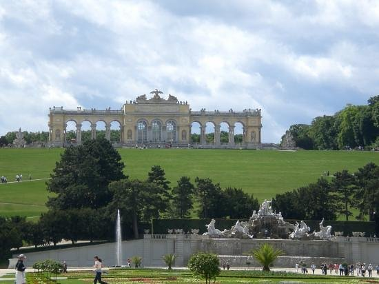 Gärten von Schönbrunn: Gärten mit Blick auf die Gloriette