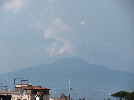 Sant'Agnello, อิตาลี: Vesuvius uit het hotel genomen