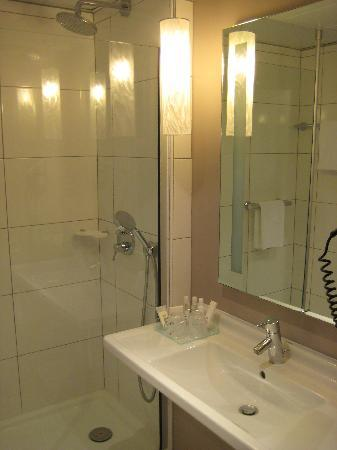 Mercure Angers Centre : Bathroom