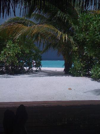 Vakarufalhi Island Resort: Blick vom Bungalow