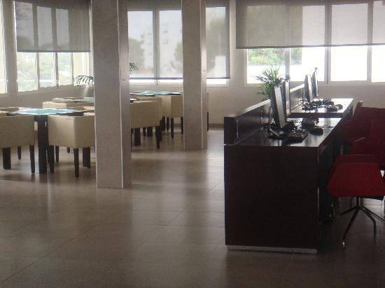 Aparthotel Ferrera Blanca: Internet cafe and quiet lounge
