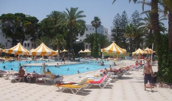 Tour Khalef Marhaba Thalasso & Spa: Pool - nice and cool on a hot day!