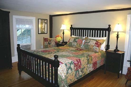 Ballard House Inn: Sunapee Room