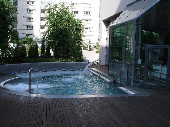 Radisson Blu Hotel Bucharest: Outdoor Spa