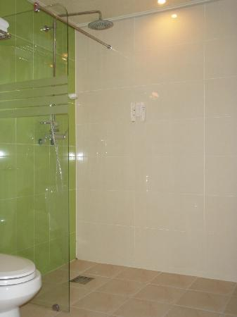 Hill House Hotel: Shower