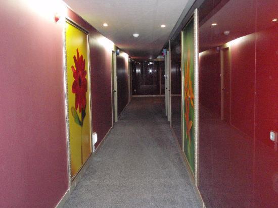 Hill House Hotel: Hallway