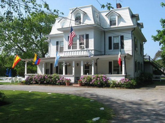 Grassmere Inn Bed and Breakfast: The outside