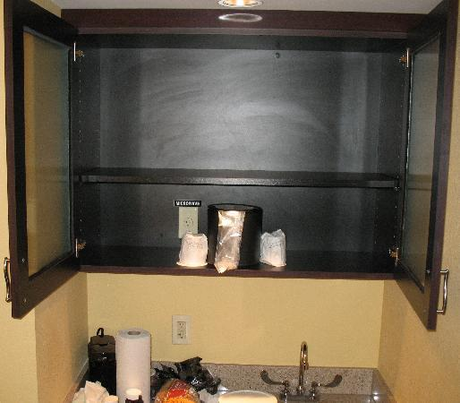SpringHill Suites West Palm Beach I-95: Ice bucket doubles as a microwave oven.