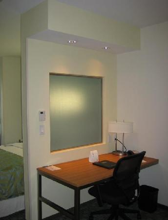 SpringHill Suites St. Louis Brentwood: Desk Area