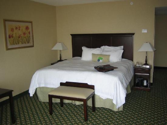 Hampton Inn by Hilton London : Bed