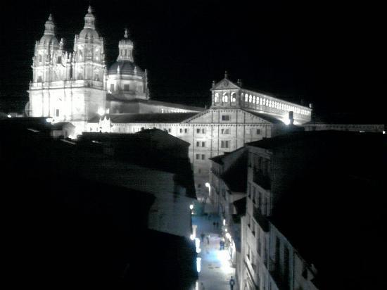 Pension Salamanca: Vista nocturna desde la pensión