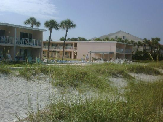 Belleair Beach, Floryda: view of resort from beach