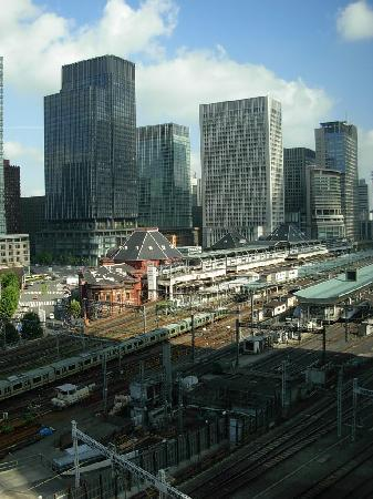 Four Seasons Hotel Tokyo at Marunouchi : View of Tokyo Station and Marunouchi from lobby