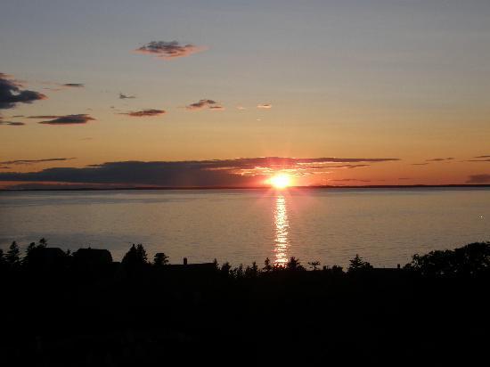 Tribler Cottage : Sunset toward the Maine Coast