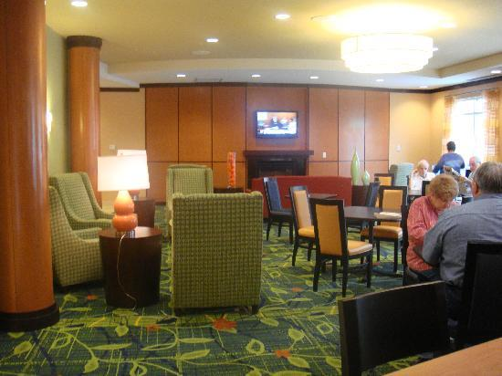 Fairfield Inn & Suites Lewisburg : Breakfast Area