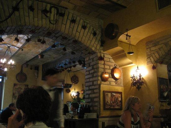 Antica Trattoria Tritone : Interior
