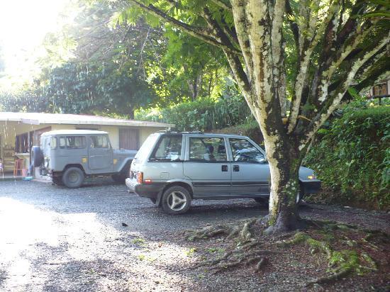 La Purruja Lodge: Área de parqueo