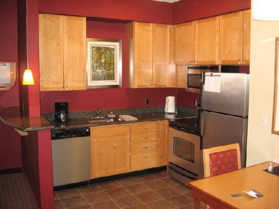Residence Inn Bridgewater Branchburg: Nice kitchen!