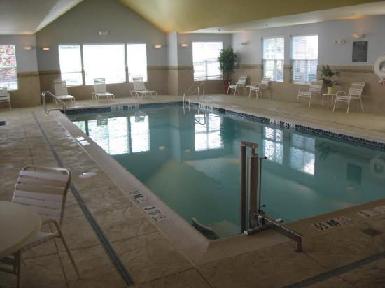 Residence Inn Bridgewater Branchburg: Saline swimming pool - no nasty chlorine!
