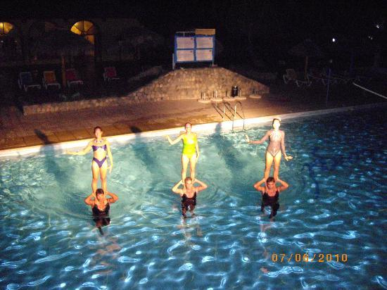 Aqua show mondays spectacular picture of club amigo for Club piscine montreal locations