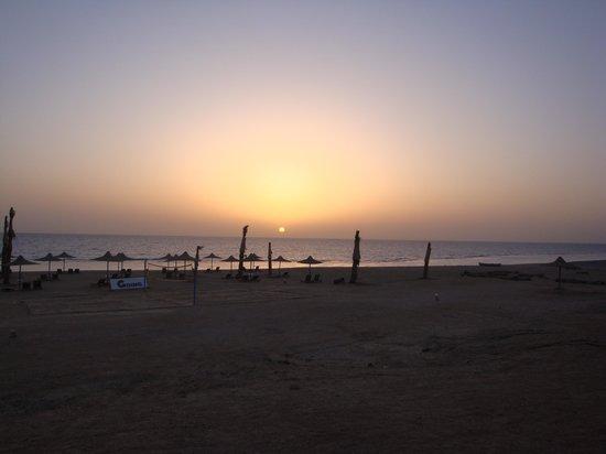 Paradise Beach Resort : tramonto a marsa alam