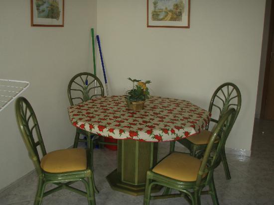 Hotel Neptuno & Apartments : salle à manger