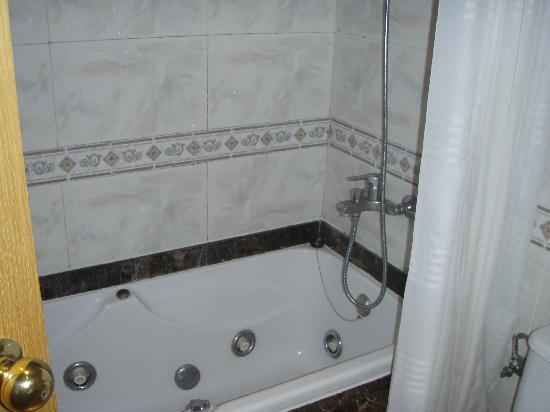 Hotel Neptuno & Apartments : salle de bain