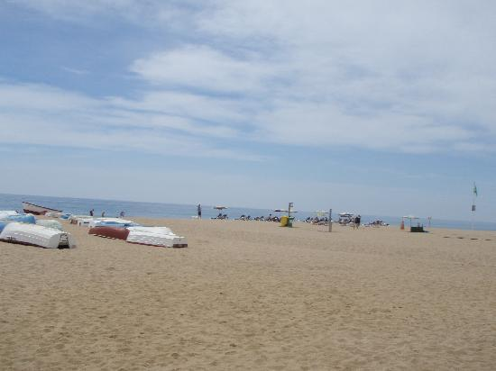 Hotel Neptuno & Apartments : plage à Calella