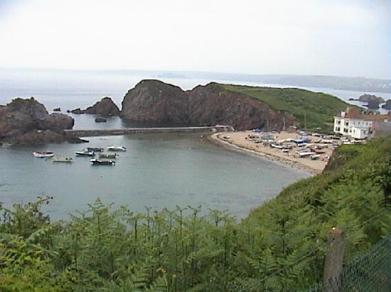 Hope Cove, UK: The beach from the coastal path