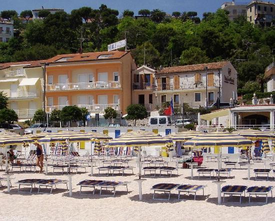 Spiaggia due sorelle foto di hotel meuble la spiaggiola for Hotel meuble la spiaggiola numana