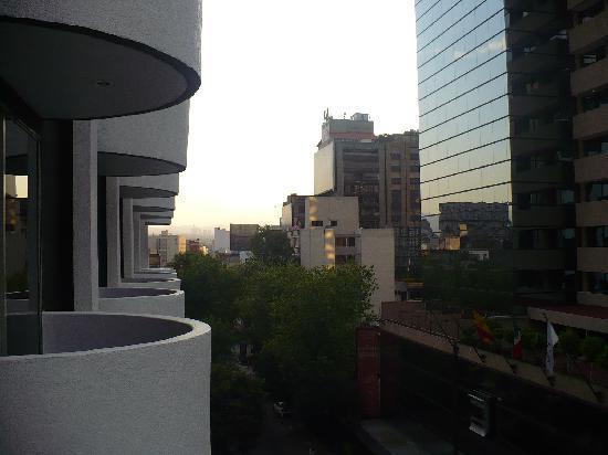 Hotel Century Zona Rosa México: Vista desde el balcón hacie el oeste